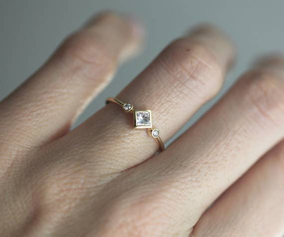 ae6841f243254 28 Delicate Engagement Rings That'll Make You Say,