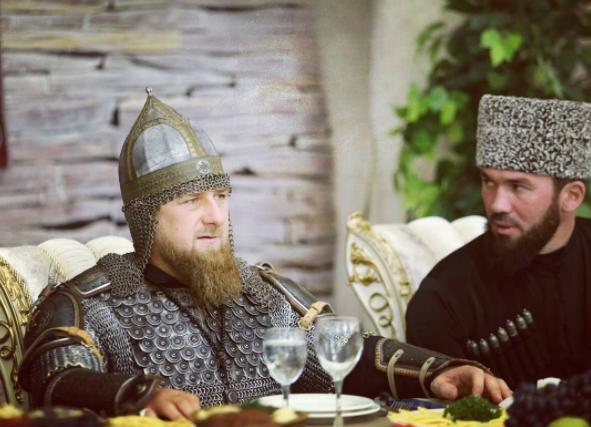 La manera en que Kayrov utiliza la religión y las costumbres chechenas coincide con la forma en que Putin ha forzado la cultura para conseguir la unificación de Rusia (y, según los críticos, ocultar su falta de ideología política) en torno a los valores 'tradicionales' y el cristianismo ortodoxo ruso.