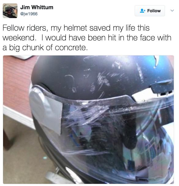'Amigos motociclistas, meu capacete salvou minha vida neste fim de semana. Um pedaço de concreto teria atingido meu rosto [se não fosse por ele].'