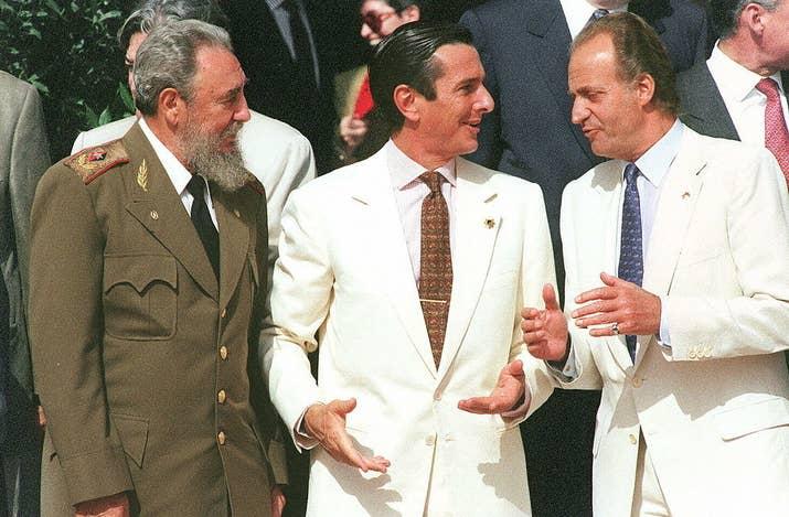 Fidel Castro, el presidente brasileño Fernando Collor de Melo y Juan Carlos I, juntos en Sevilla en 1992.