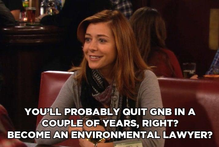 """""""Você provavelmente vai deixar a GNB em alguns anos, certo? E virar um advogado ambiental?""""""""Ah, Lily, acho que você está esquecendo por que ele aceitou esse emprego em primeiro lugar: Seus MILHARES de dólares em dívidas de cartão de crédito. Quando Marshall diz a ela que ele realmente gosta do seu trabalho na GNB, ela fica chateada porque ele não está lutando contra isso? SAIA DAQUI. Ele está levando sustento para você e sua família.""""— meredithf9"""