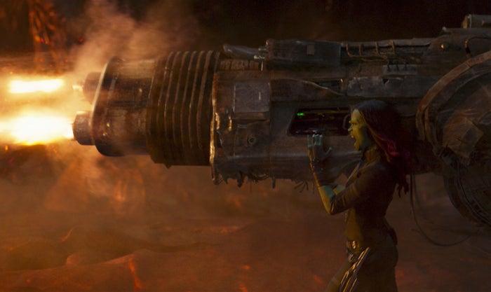 Gamora (Zoe Saldana) + gun.