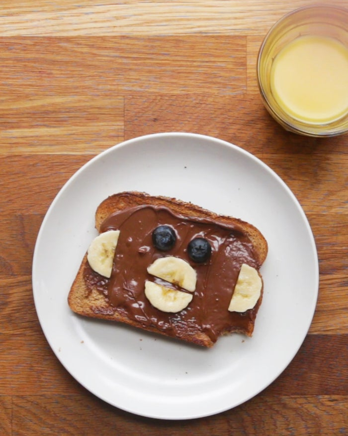 Servings: 1INGREDIENTS Bread of choice, sliced Bear Toast1 slice bread Peanut butter Banana, sliced BlueberriesPREPARATION# Toast the bread to your preference. # Spread the peanut butter on the bread in a smooth layer. # Place the bananas on the bread as ears and nose. Place the blueberries as the eyes and on the nose.# Enjoy!
