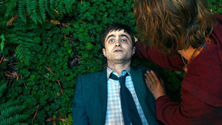 Aquí vas a ver a un Daniel Radcliffe muy alejado de Harry Potter: interpretando a un cadáver. Hank es un náufrago que ha perdido las esperanzas de volver a casa hasta que se topa con este personaje que, al parecer, tiene algo de vida y se convierte en su amigo. Divertida, extraña y surrealista.