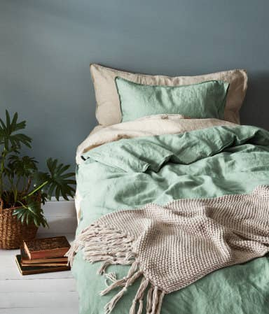 A Linen Duvet Cover Set With Hidden Metal Snap Fasteners
