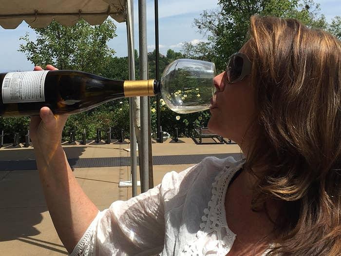 これは完全に人をダメにするワイングラス。