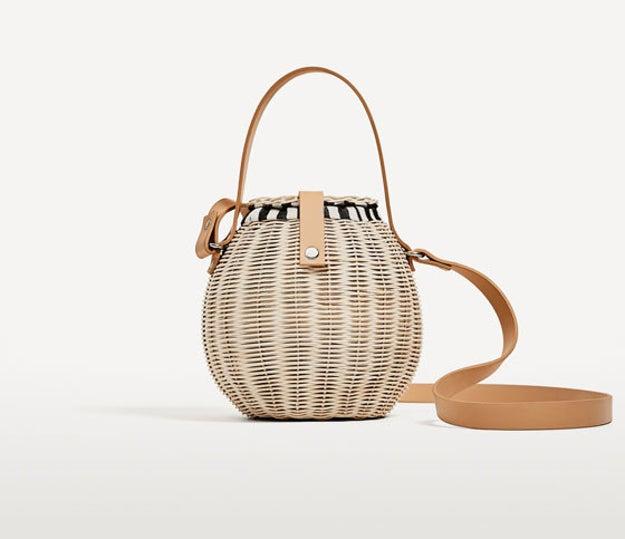 """Cuando sacaron un bolso para esos días que dices """"¿sabes qué me pega con esto? Una cesta de picnic""""."""