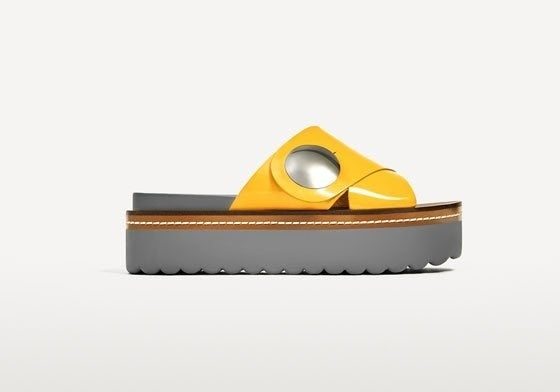Y, ya que estaban, las chanclas oficiales de Yellow Submarine.