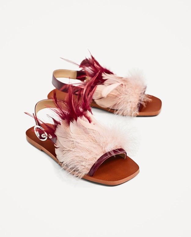 Cuando sacaron unas sandalias con plumas.
