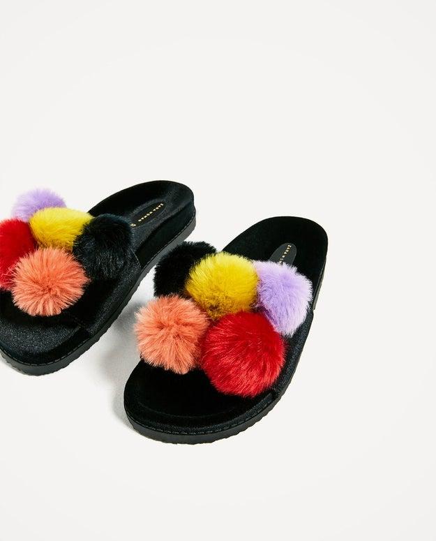 Y después presentaron las sandalias modelo 'Helado de cinco bolas'.