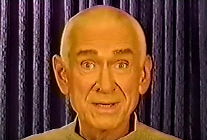Alrededor del 24–26 de marzo de 1997, 39 miembros de la secta Heaven's Gate se suicidaron en una casa de San Diego, creyendo que sus almas abordarían una nave espacial que seguía al cometa Hale-Bopp. Sus cuerpos fueron descubiertos el 26 de marzo. Los miembros tomaron fenobarbital mezclado con jugo de manzana y vodka. También cubrieron sus cabezas con bolsas de plástico. Todos los miembros traían puesta ropa negra con zapatos Nike nuevos. También, cada uno tenía un billete de cinco dólares y monedas de tres cuartos de dólar en sus bolsillos. El suicidio ocurrió en un periodo de tres días, en el que 15 personas murieron el primer día, otras 15 el segundo y nueve el último día. Los miembros restantes limpiarían lo dejado por aquellos que morían.