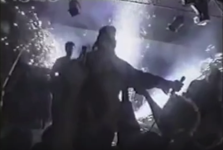 El 20 de febrero de 2003, en el club nocturno The Station en Rhode Island, se encendieron unos fuegos pirotécnicos durante un concierto de rock, ocasionando que los aislantes de espuma plástica del edificio se incendiaran. Tomó cinco minutos y medio que el edificio se viera envuelto en llamas. La rápida propagación del fuego, el humo negro y el bloqueo de la salida principal ocasionaron 100 muertes y 230 lesionados. Un video del incidente fue capturado por el camarógrafo Brian Butler como parte de un reportaje que se planeaba sobre seguridad en clubes nocturnos.