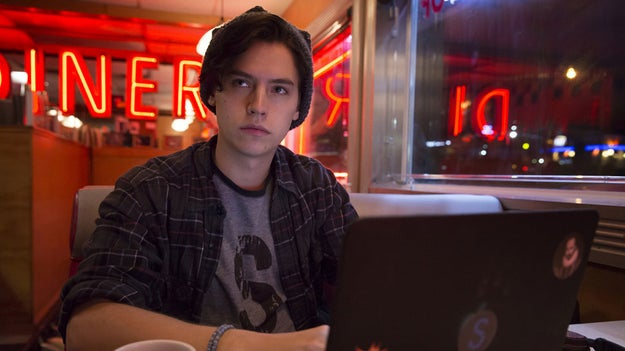 But in the CW adaptation, Riverdale, Jughead (played by Cole Sprouse) is an angsty loner with romance on the brain and very little appetite.