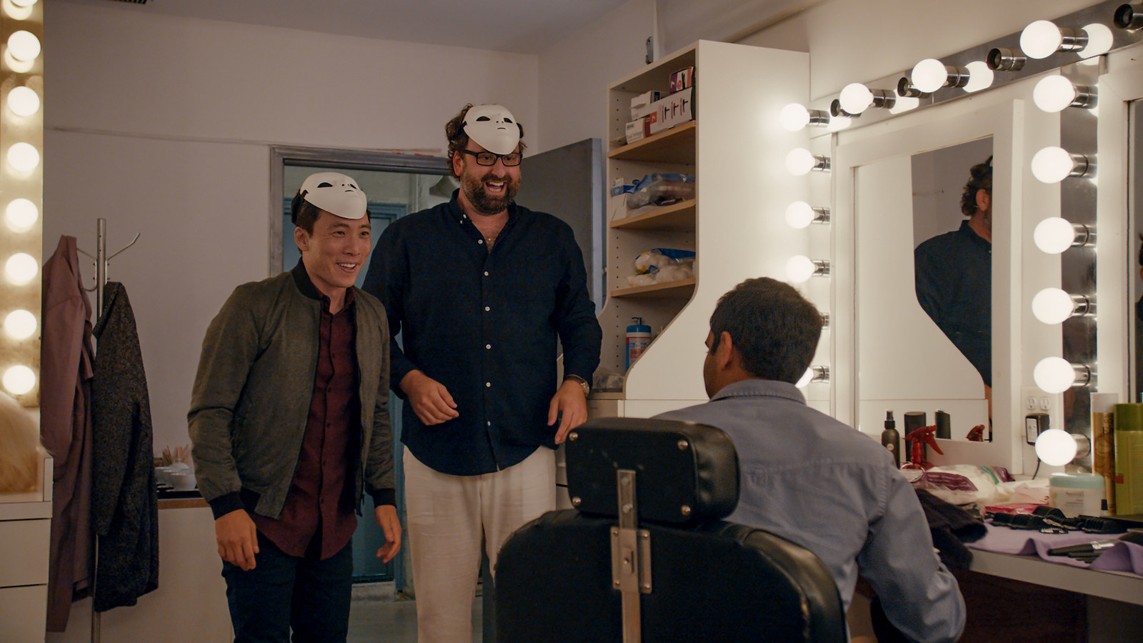 Here S Why There Are So Few Group Scenes In Master Of None Season 2