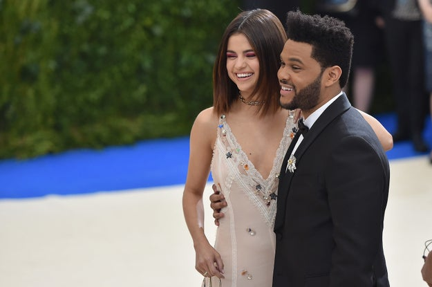 Last night at the Met Ball Selena Gomez and The Weeknd made their red carpet ~debut~ as a couple.