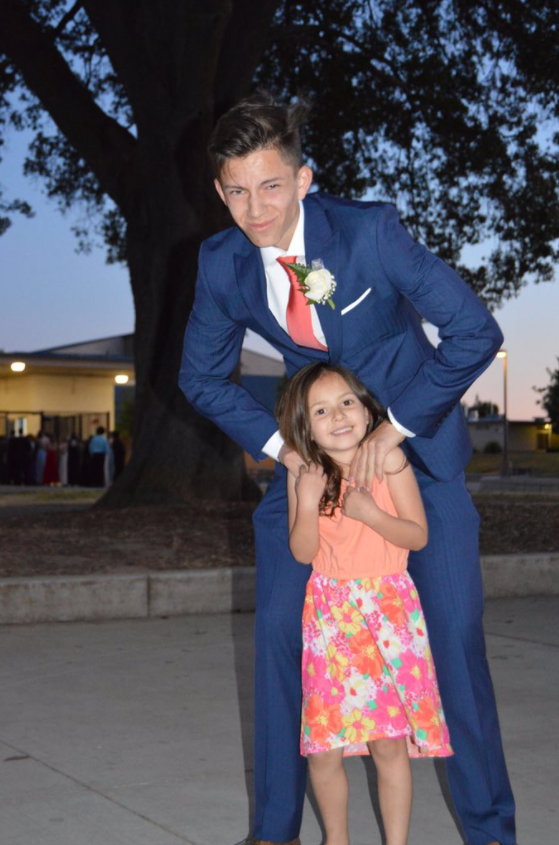 This is Kyle Dinsmore, an 18-year-old from Sacaramento, California, and his 6-year-old sister Khloe.