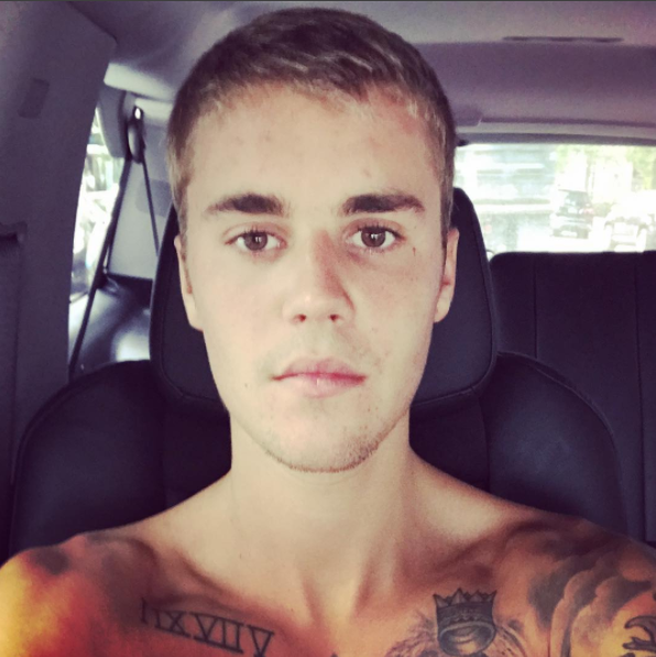 So, Justin Bieber — king of hoodies, dancing, and singing in Spanish — posted this selfie on Saturday.