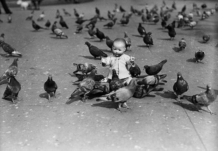 Una muñeca abandonada en Londres (1931).