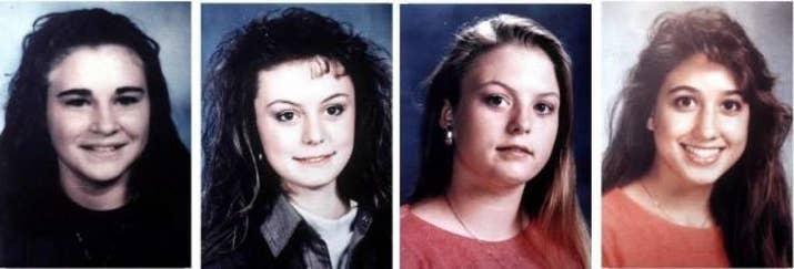 Antes de la medianoche del 6 de diciembre de 1991, los bomberos acudieron a una tienda de yogures que estaba en llamas en Austin (Texas). Se encontraron cuatro cuerpos quemados de mujeres en su interior, amontonadas y amordazadas. Se dio por sentado que murieron antes de que el fuego comenzara. La policía creyó encontrar a los culpables, pero los sospechosos fueron absueltos en 2009 por falta de pruebas. —audreys4
