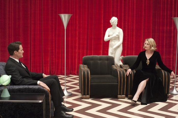 """""""Verei você de novo daqui a 25 anos"""", diz a defunta Laura Palmer para o agente Cooper, no final da segunda temporada, em 1991. David Lynch cumpriu a promessa e essa série cult, com seus personagens doentios, está de volta com novos episódios. Assista aqui."""