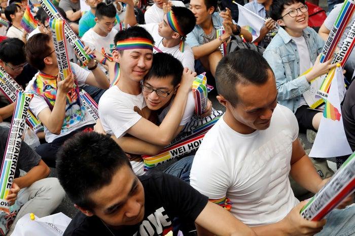 台湾で同性婚が実現へ「すさまじ...