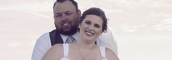 People Are Crying Laughing Over The Inappropriate Photobomb In This Couple's Wedding Photo