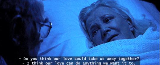 """""""Todavía lloro como un bebé con el final de El diario de Noa cada vez que lo veo. Me rompió el corazón porque mi abuela también sufría de Alzheimer. Ese pensamiento nunca me abandona, por lo que cuando mueren va directo a mi corazón"""". – funkysammie"""