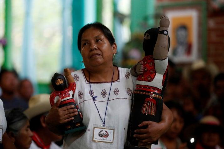Es una mujer indígena nahua, es médica tradicional y es reconocida como defensora de los derechos humanos. Es originaria de Tuxpan, Jalisco, y tiene 53 años.