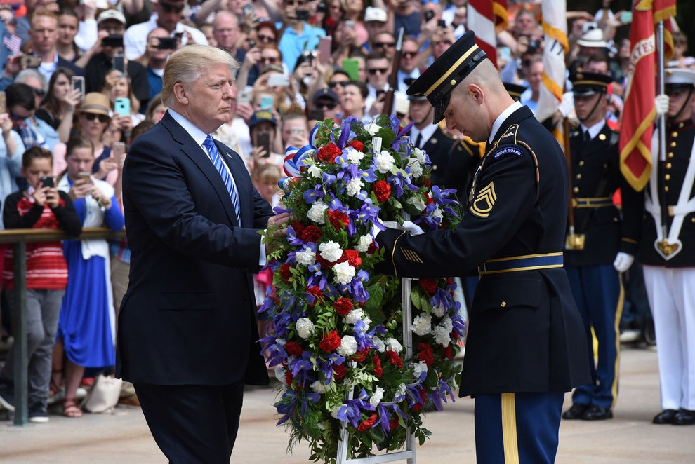 Donald Trump pays tribute to Gold Star families at Arlington National Cemetery