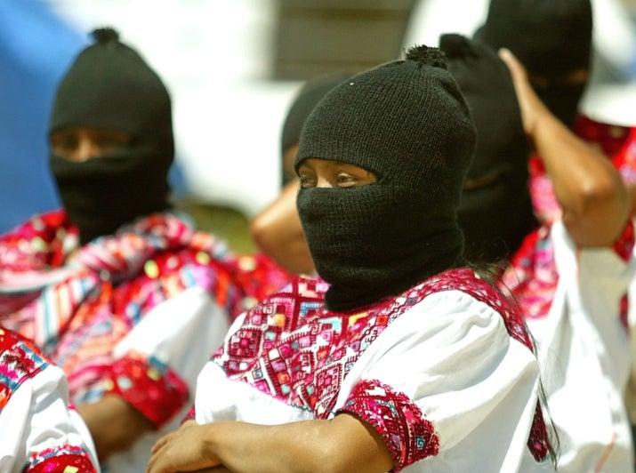 Aunque la mayoría de la gente identifica al EZLN con la figura del subcomandante Marcos -ahora renombrado Galeano-, las mujeres siempre han sido el rostro del movimiento zapatista, pues representan la discriminación y racismo que viven día con día. Es por ello que han elegido a una mujer para competir por la presidencia.