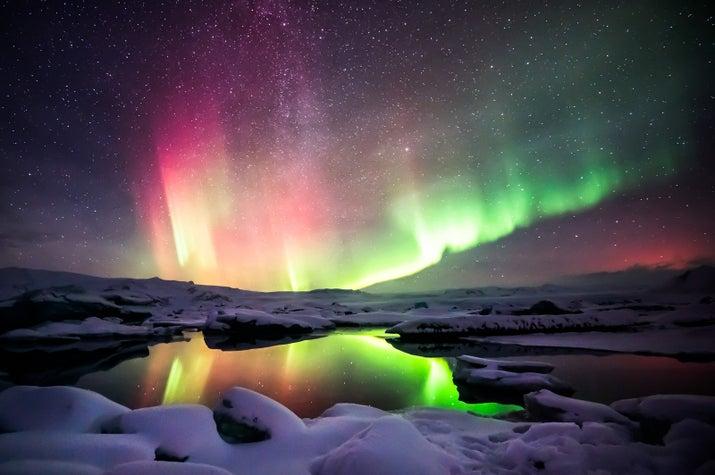 """Septiembre a abril se puede ver la aurora boreal en Islandia y que vale la pena todo el viaje.  Hecho poco conocido - se puede solicitar que sea un """"aurora boreal llamada de atención"""" en la mayoría de hoteles en Islandia, por lo que puede estar seguro de que no se pierda ellos mientras duerme."""