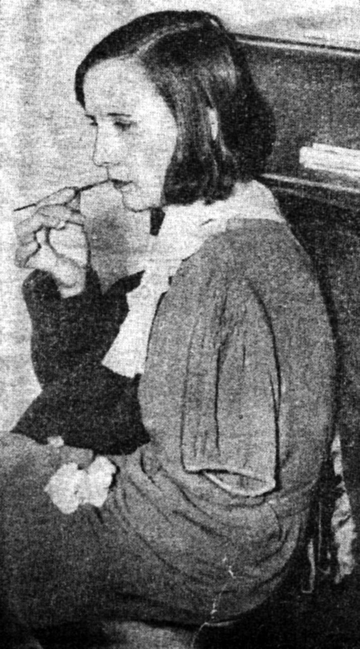 Charlotte Purcell demonstrates lip-pointing.