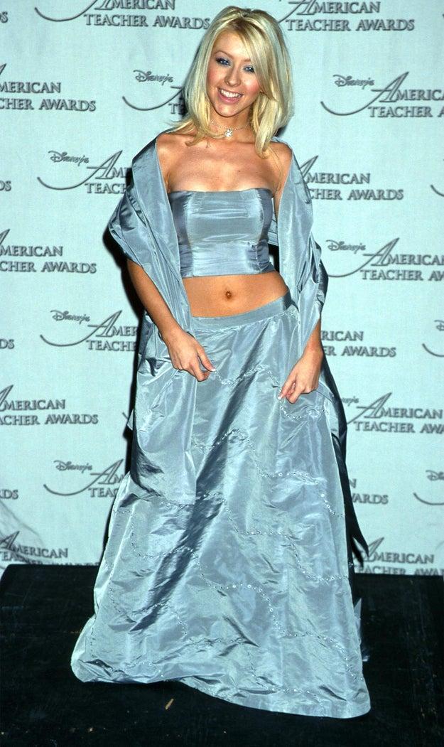 Este era un vestido adecuado para eventos elegantes como graduaciones, bodas y premiaciones para maestros.