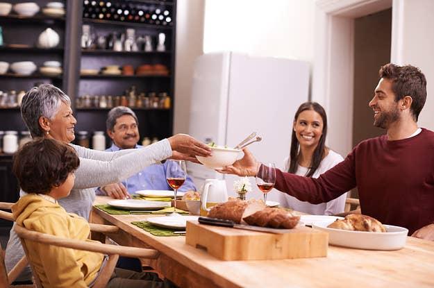 teens bekommen unordentlich mit essen