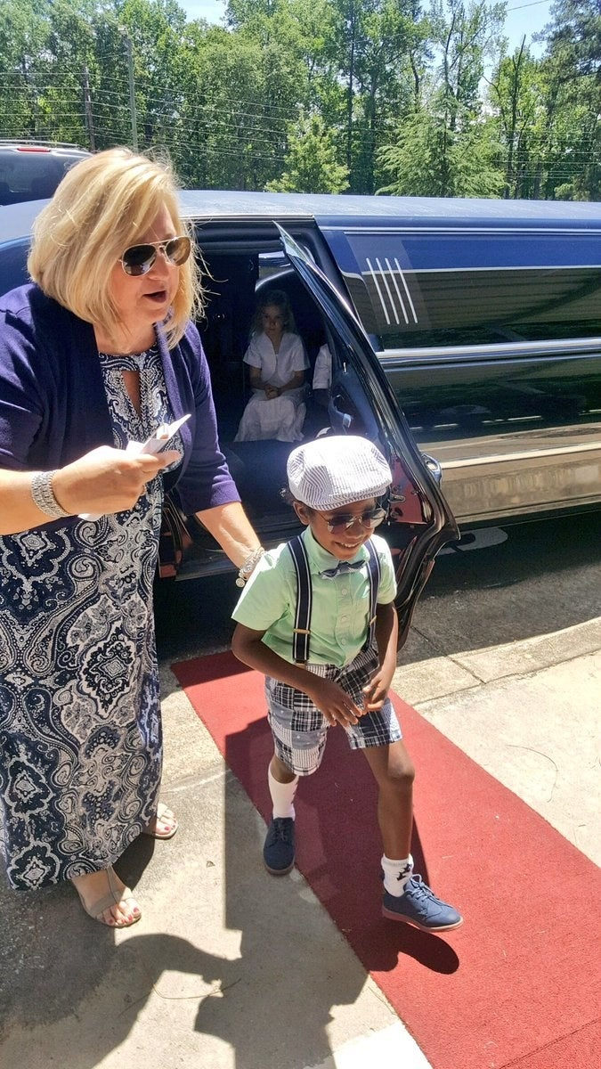 "Breyden's mom, Denetta Suragh, told BuzzFeed News the school estimated 1 million words was equal to 250 books, which they kept track of with reading logs. This year, the entire class met the goal, Suragh said.""Breyden was really on me about it,"" she said. ""He was like, 'I want a limousine ride so we have to turn in all our reading logs!' It encourages every child to want to read even more."""