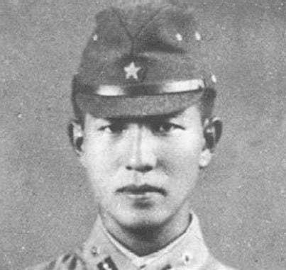 En diciembre de 1944, el oficial de inteligencia del ejército japonés, Hiroo Onoda, fue enviado a la Isla de Lubang en las Filipinas para unirse a un grupo de soldados. Cuando las fuerzas aliadas tomaron la isla meses después, diezmaron a los soldados japoneses excepto por Onoda y otros tres, quienes se retiraron a las colinas. Si bien habían sido informados del fin de la guerra, se rehusaron a creerlo. Uno de los soldados se entregó a las autoridades filipinas en 1950, mientras que los otros dos fueron asesinados en 1972 durante acciones de la guerrilla. Onoda fue relevado del servicio en 1974 luego de que un excomandante fuera informado acerca de su paradero. Los cuatro soldados mataron alrededor de 30 filipinos en varios ataques.