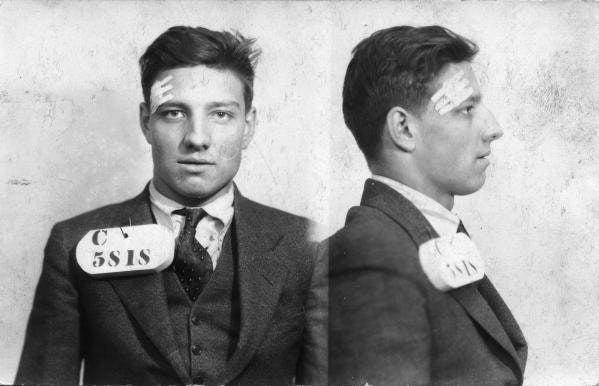 「フィラデルフィアで一番タフな男」として知られるBlackieは、40件以上の銀行強盗を犯し、受刑者の1人を刺殺した。恐ろしい。