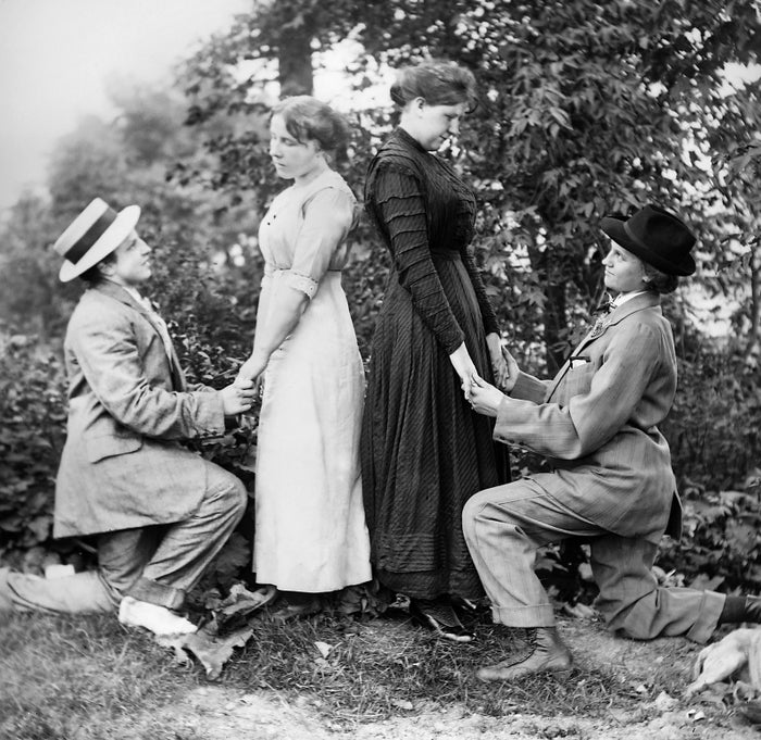 Two couples stage a double wedding proposal in 1912.