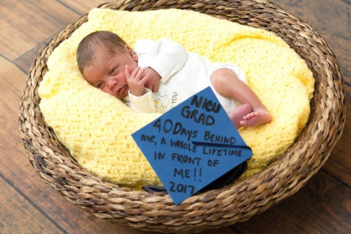 護士為新生兒舉行「畢業典禮」戴上四方帽超可愛,「擊敗死神」讓網友推爆!(16張)