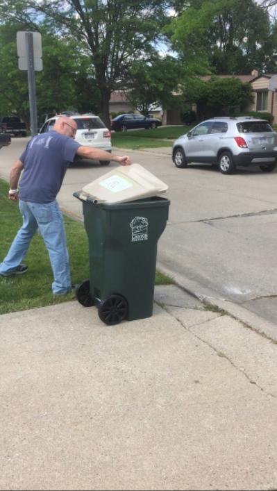 「前設置されていたボックスは、すごく使いづらかったのです」とマイケル。