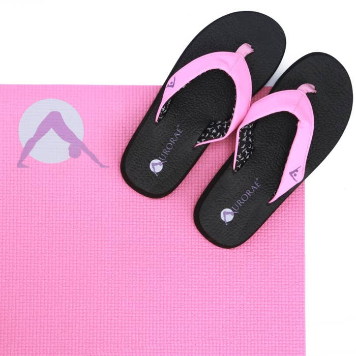 ff12f5e1f5d6 22 Of The Best Flip Flops You Can Get On Amazon