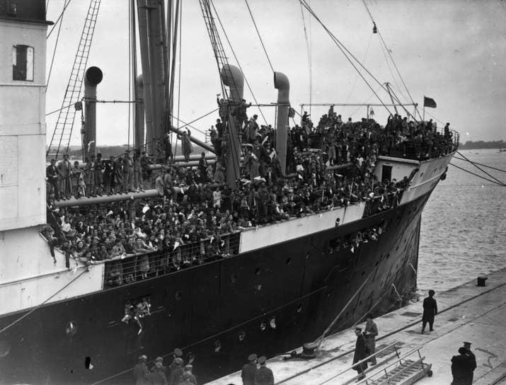 4200 niños españoles llegan a Southampton en el Habana.