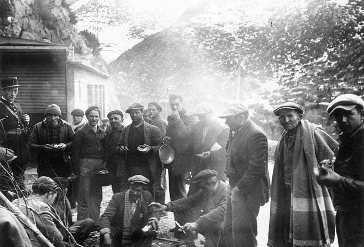 Refugiados españoles en la frontera francesa.