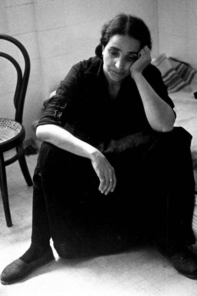 Una mujer exiliada tras el levantamiento fascista en España.