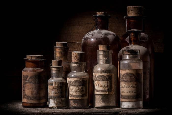 Al menos a finales de 1600 o así. ¿La adornarían los farmacéuticos con una rodaja de pepino? Déjame soñar.