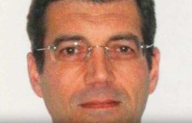 """Cinco miembros de una familia en Francia fueron misteriosamente asesinados en abril de 2011. El padre de la familia ha estado desaparecido desde entonces, y es el principal sospechoso. ¿Aún más espeluznante? El contrato de arrendamiento de la casa de la familia había sido rescindido, y todas las cuentas bancarias cerradas, y había una nota en el buzón que decía: """"Devolver todo el correo al remitente"""". —lanadelgay"""