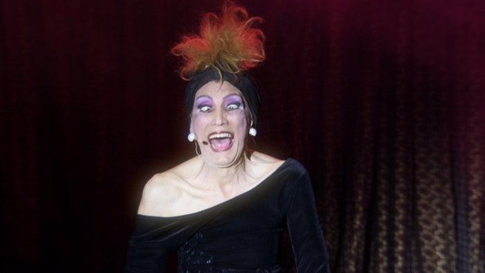 """Se tem uma coisa garantida em """"Divinas Divas"""" é a risada. Atrizes acostumadas a fazerem rir nos palcos, elas agradam mesmo durante os ensaios e bastidores, quando esquecem da câmera e falam o que lhes dá na telha. Benefício da idade, elas não têm vergonha de serem elas mesmas."""