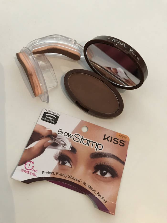 I Envy By Kiss Is Amazons Best Selling Brow Stamp Which Claims A One Second Shape And Fill It Comes With Two Stamps Powder This Color Dark