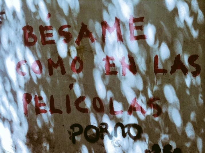 PE-LÍ-CO-LAS.