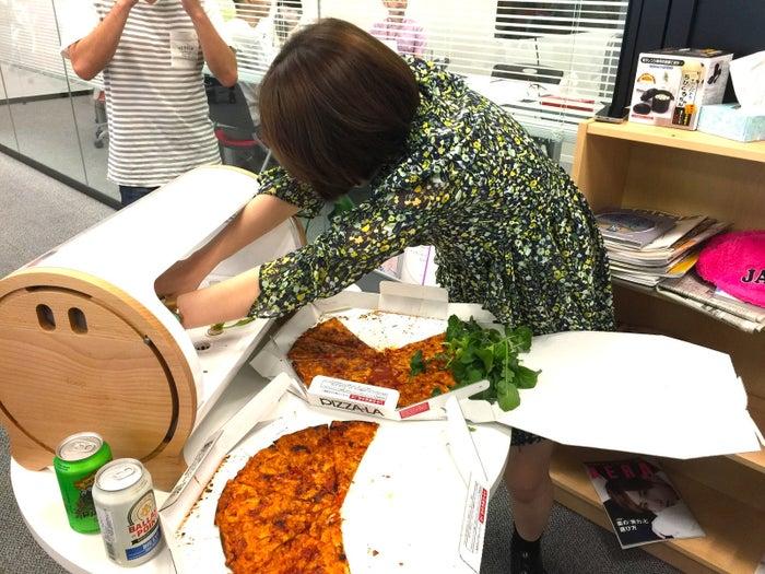 採ってすぐ食べるルッコラは驚くほど美味しい。辛みと苦味がいままで食べてきたものとは全然違います。そのまま食べてもツマミになるし、もちろんピザに乗せると完璧。ビールが止まらなくてやばい。